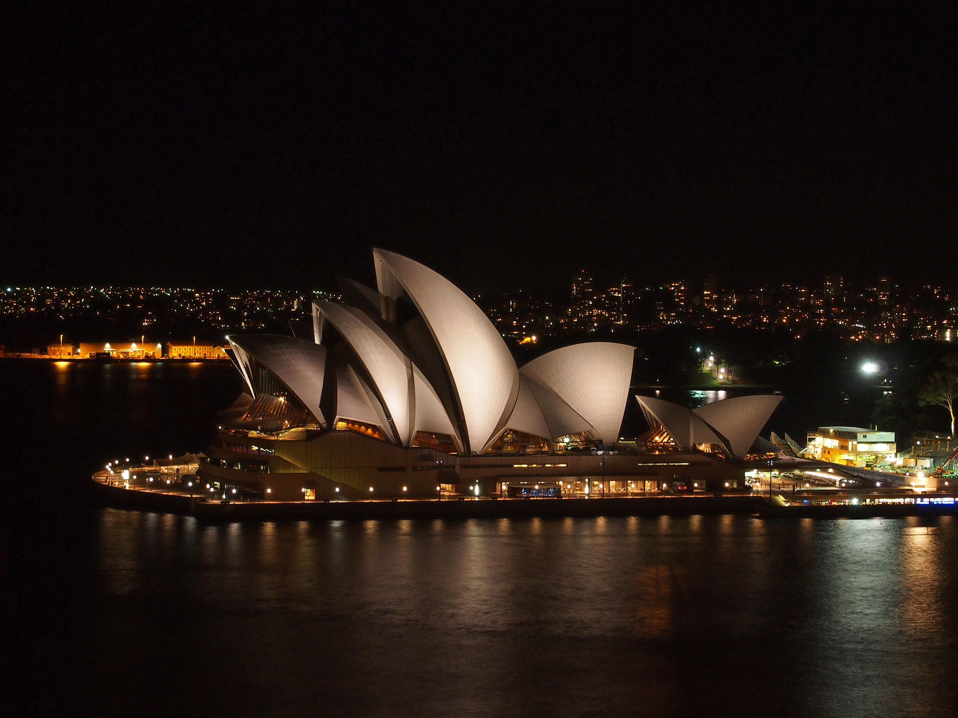 Amazing Sydney at night | Travel blog about Southeast Asia ...