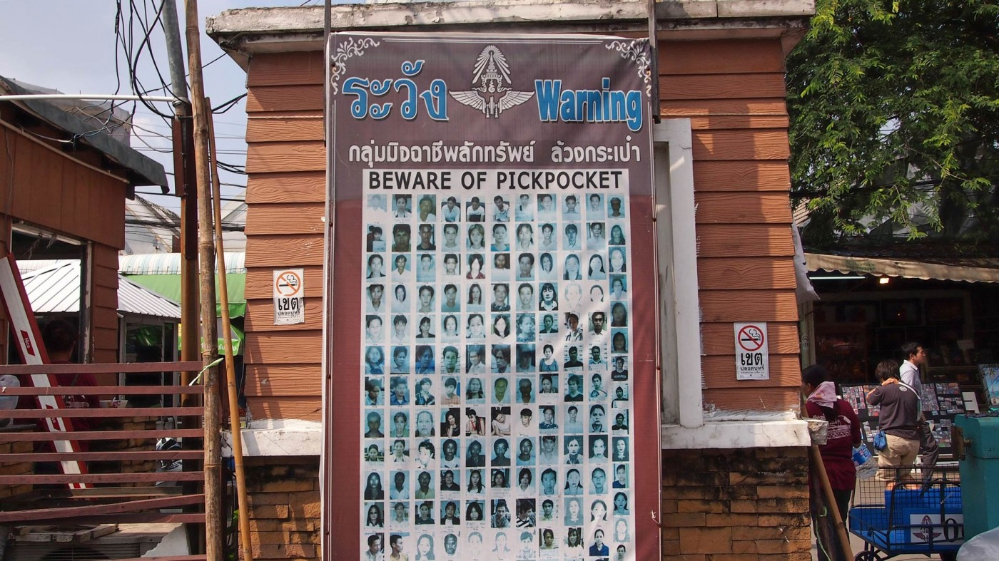 Pictures of pickpockets at the Chatuchak Market, Bangkok, Thailand