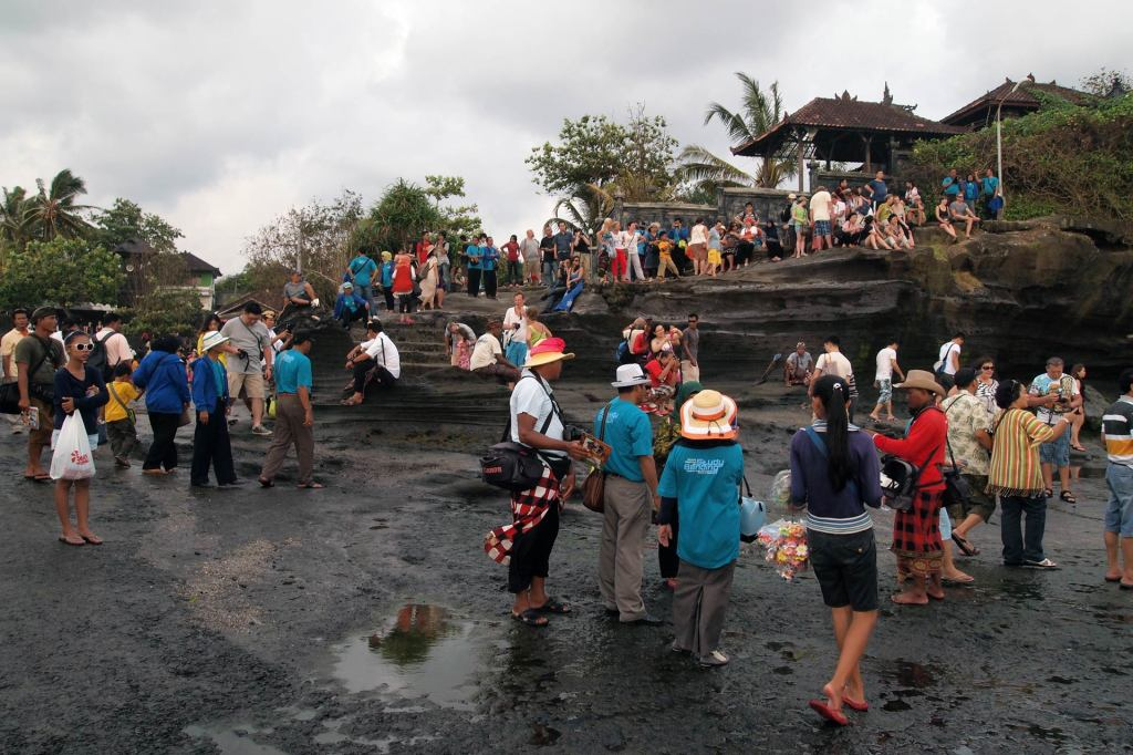 Touristen am Tanah Lot Tempel, Bali