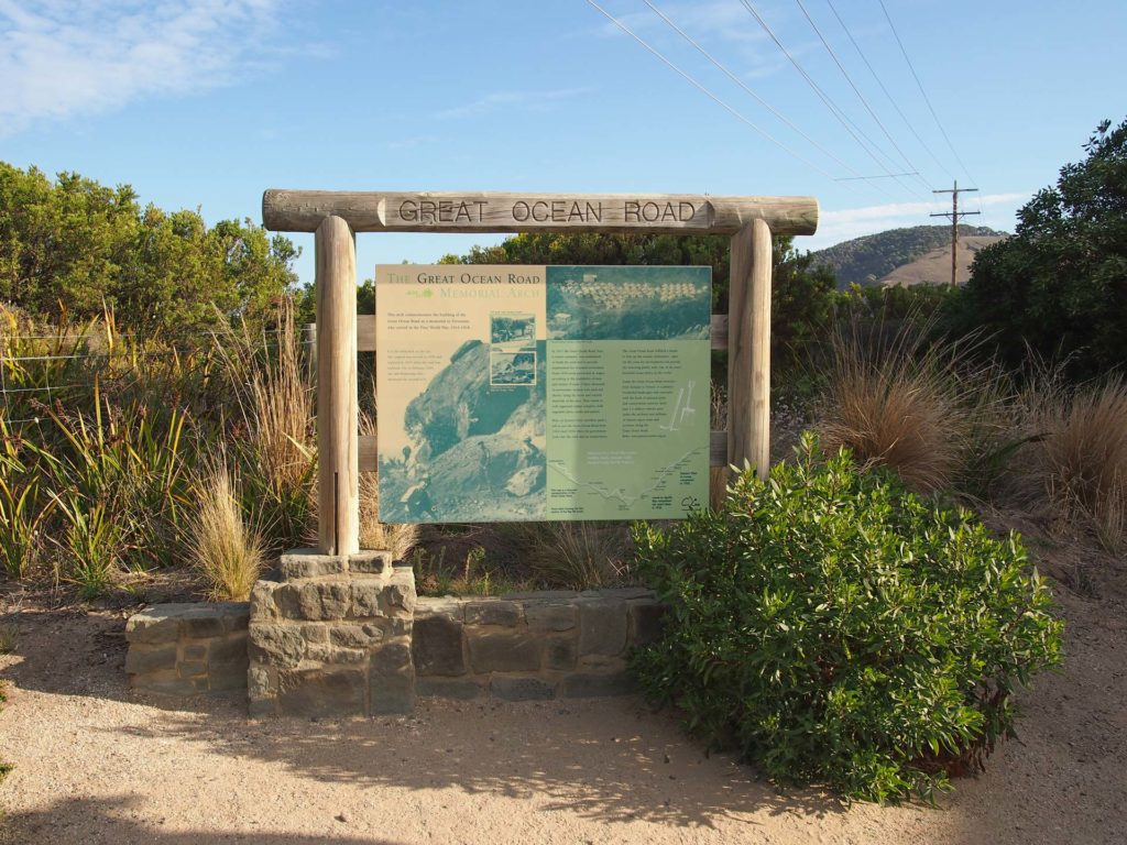 Schild mit Informationen zur Great Ocean Road