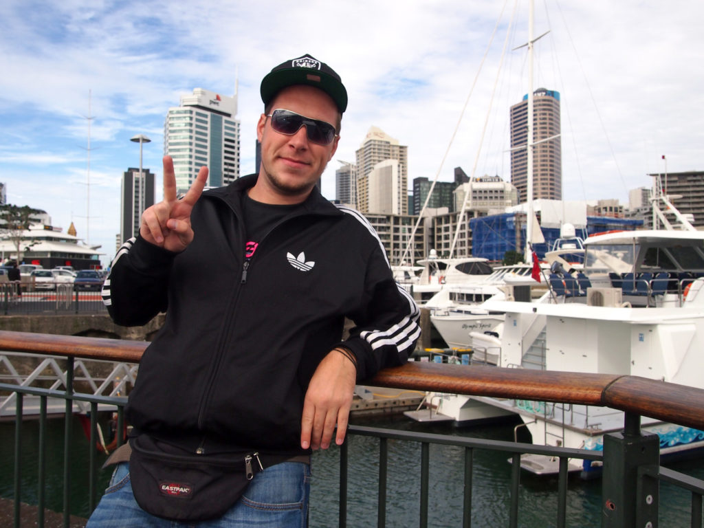 Tobi in front of Auckland's skyline