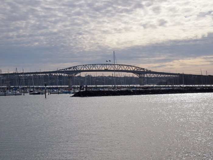 Die Harbour Bridge in Auckland, Neuseeland