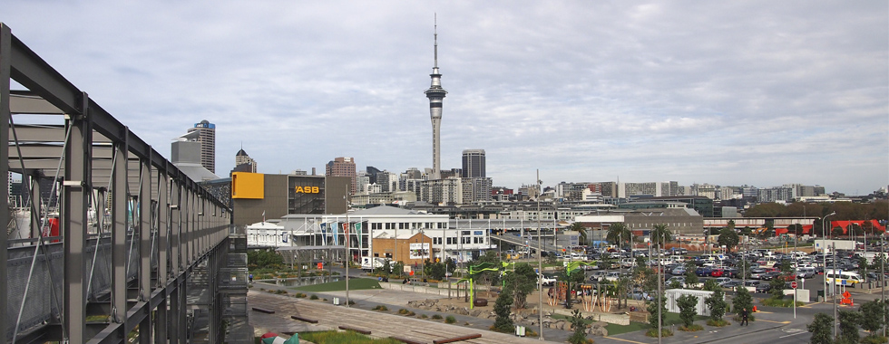 Aussicht auf den Central Business District von Auckland vom Viaduct Harbour