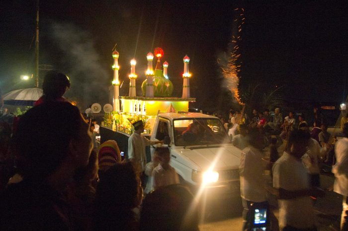 Takbiran parade in the night before Idul Fitri (Ampenan, Lombok)