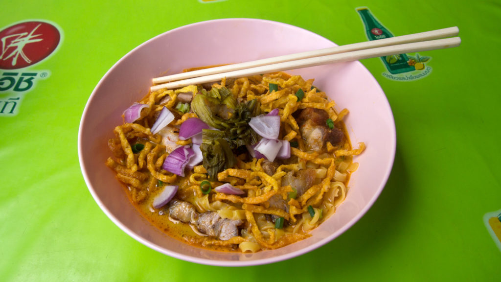 Khao Soi, Curry-Nudelsuppe - eine Spezialität in Chiang Mai