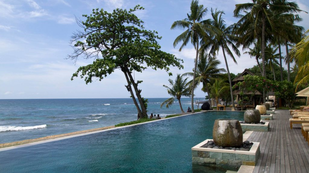 Infinity Pool with sea view at the Nooq Bar