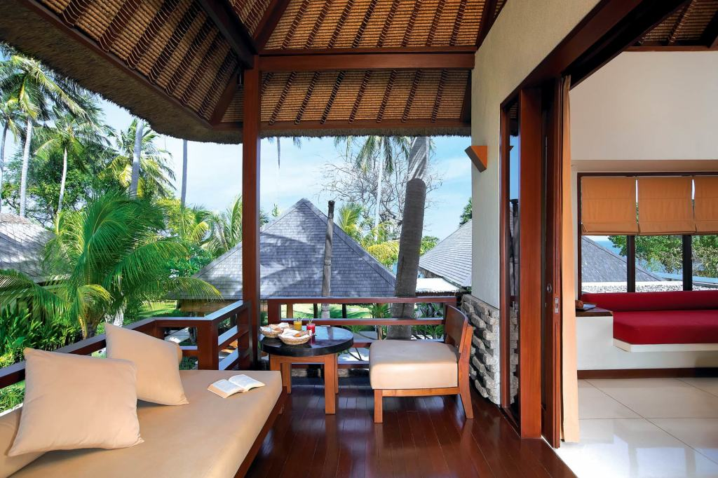 The balcony of a Qozy Partial Ocean View Room at Qunci Villas, Lombok
