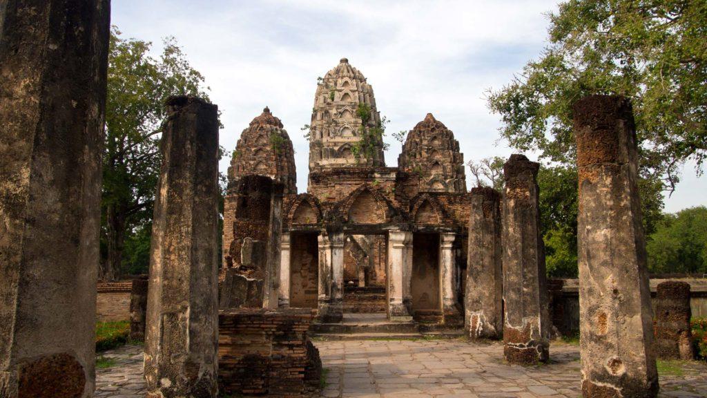 Die Prangs des Wat Sri Sawai im Geschichtspark von Sukhothai