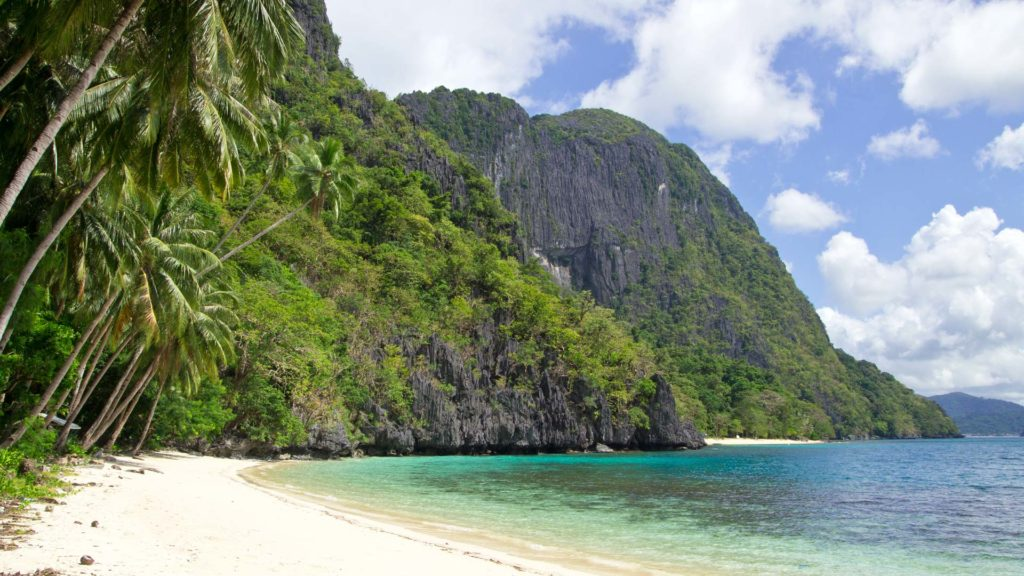 Pasandigan Beach on Cadlao Island