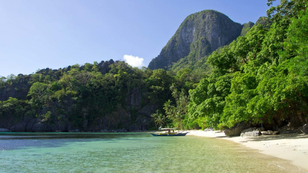 Paradise Beach on Cadlao Island