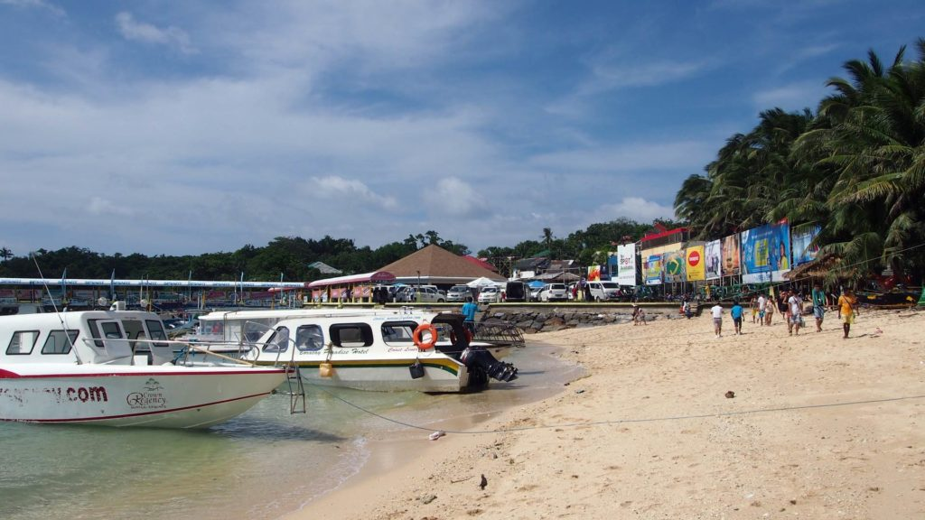 Der Cagban Beach direkt am Boracay Jetty Port
