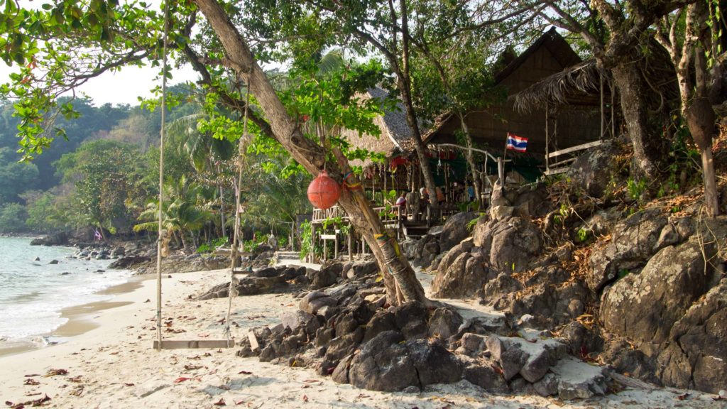 Chillige Strandbar mit Bungalows am Long Beach, Koh Chang