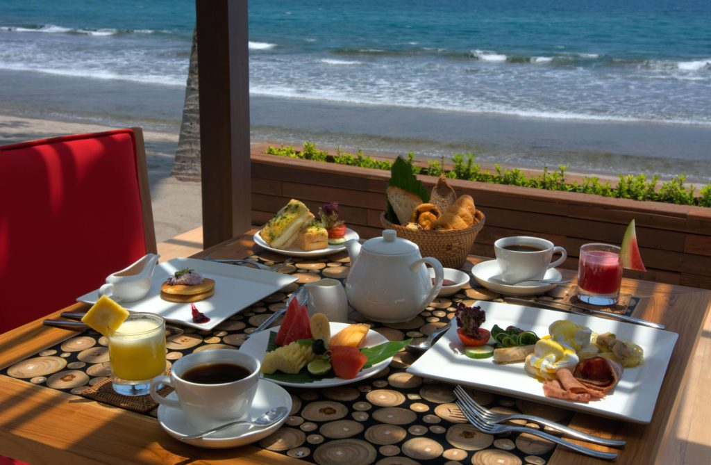 Breakfast directly at the ocean at The Chandi, Lombok