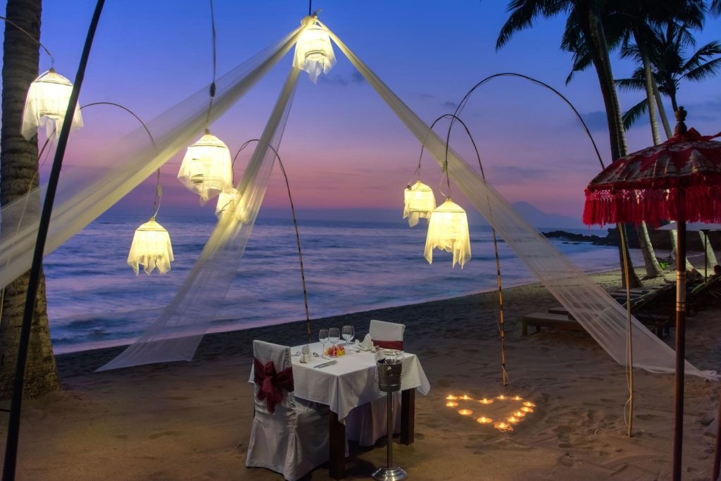 Romantic Dinner direkt am Strand des The Chandi Resorts