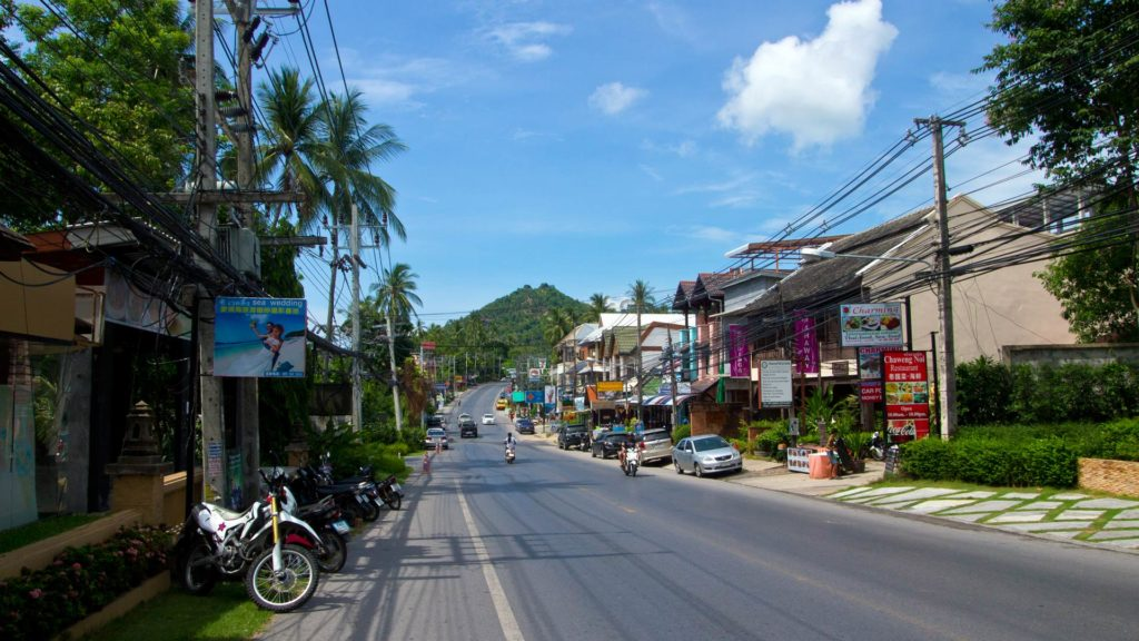 Street between Chaweng and Lamai on a motorbike trip on Koh Samui