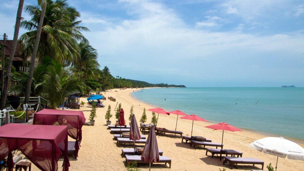 Der Maenam Beach an der Nordküste von Koh Samui