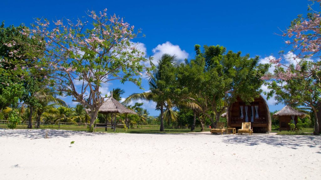 Beach Bungalows directly at the beach of Gili Layar