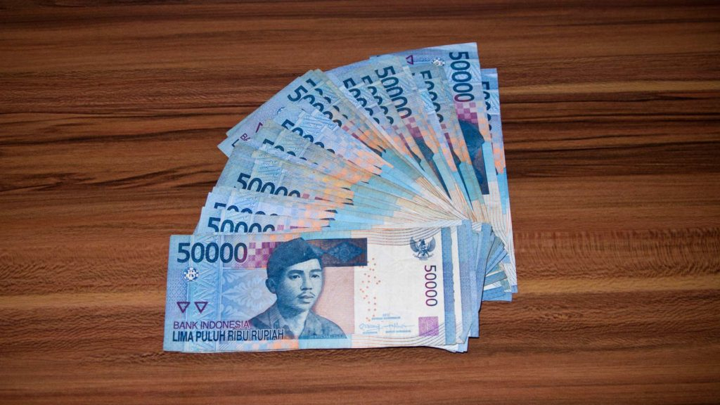 Many Indonesian 50,000 rupiah bills