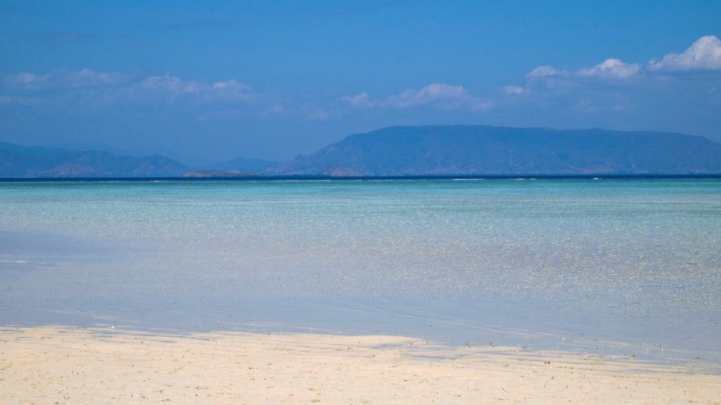 Dream beach on Gili Kapal with a view on Sumbawa, Lombok