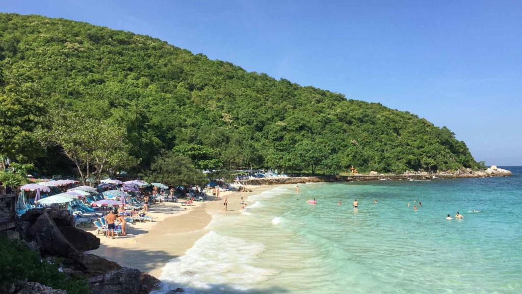 Der kleinere Abschnitt des Tawaen Beach auf Koh Larn