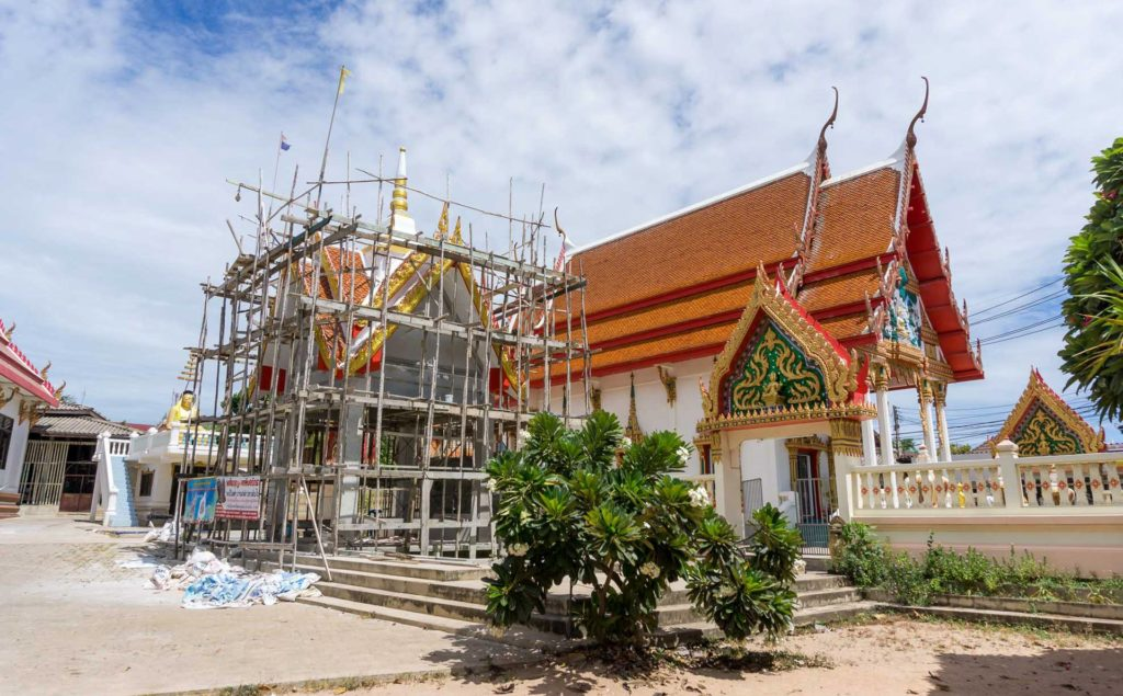 Tempelbau auf Koh Larn, Thailand