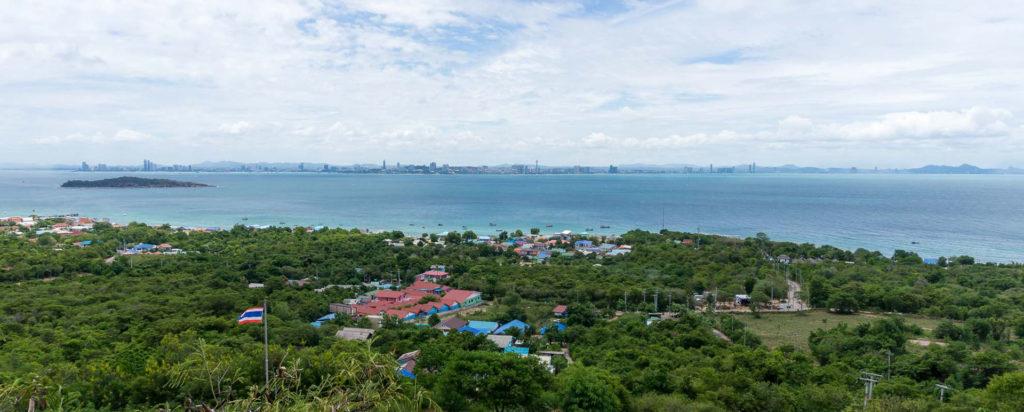 Aussicht über Koh Larn und auf die Skyline von Pattaya und Jomtien