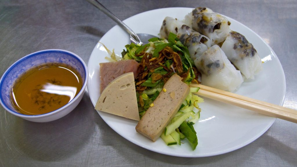 Banh Cuon Nong - steamed rolled rice pancake with stuffed meat