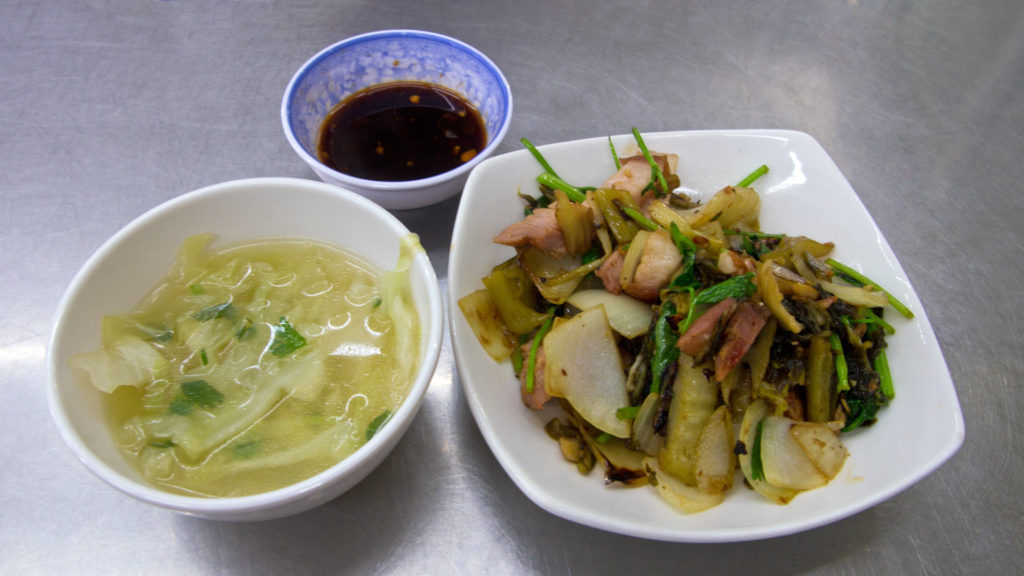 Com Heo Quay Xao Cai Chua - rice with fried roast pork with pickle cabbage