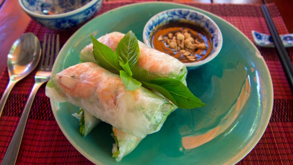 Goi Cuan Tom Thit - fresh spring or summer rolls with shrimp