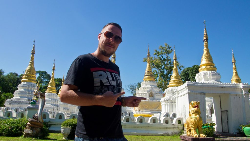 Tobi am Wat Chedi Sao in Lampang