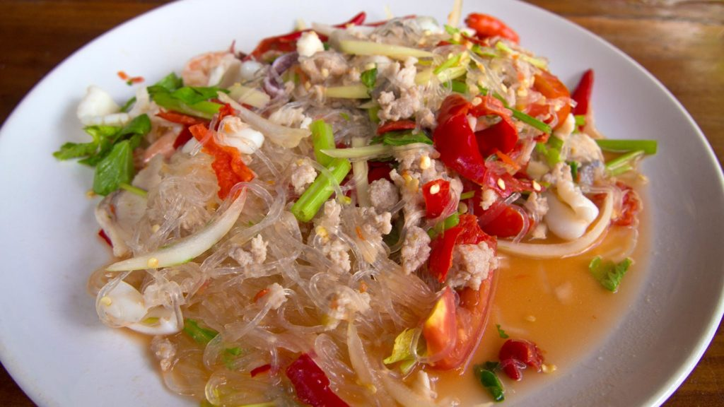 Yam Woonsen - spicy glas noodle salad with tomatoes, onion, chilis and meat