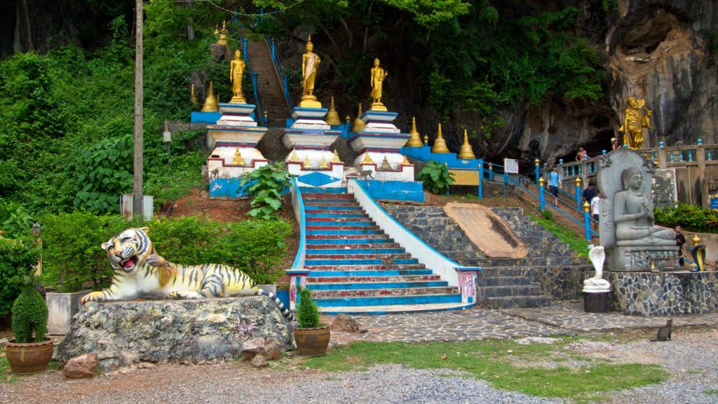 Arrived at the bottom. Beginning of the stairs to the temple on the mountain