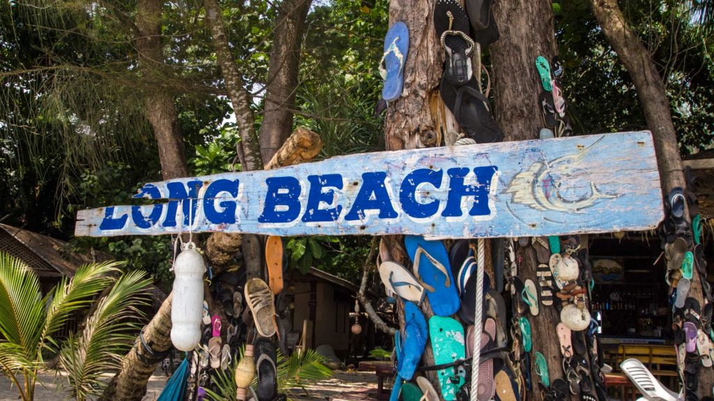 Schild am Long Beach auf Koh Phayam