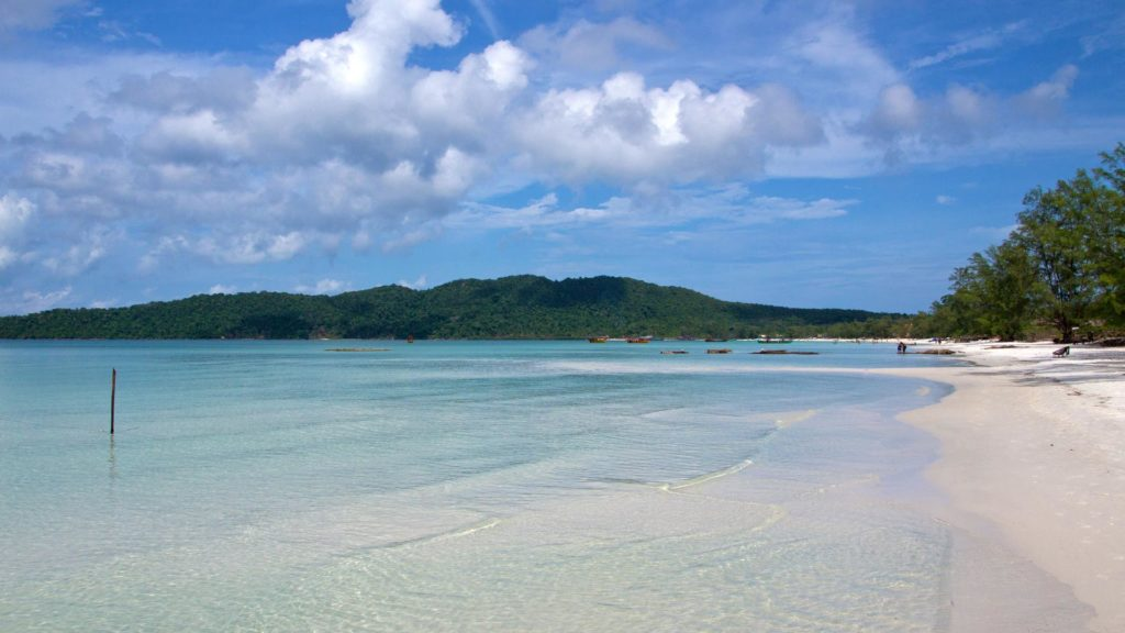 The dreamlike beach of the Saracen Bay on Koh Rong Samloem