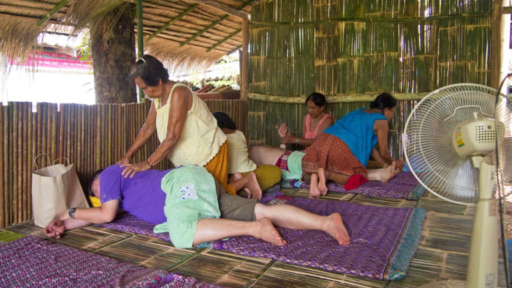 Massage im Chong Chang Tune Live Ecomuseum in Trat