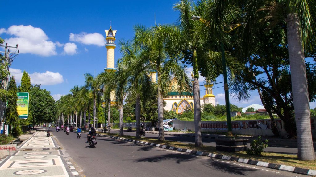 The Jalan Udayana with the Islamic Center in the background