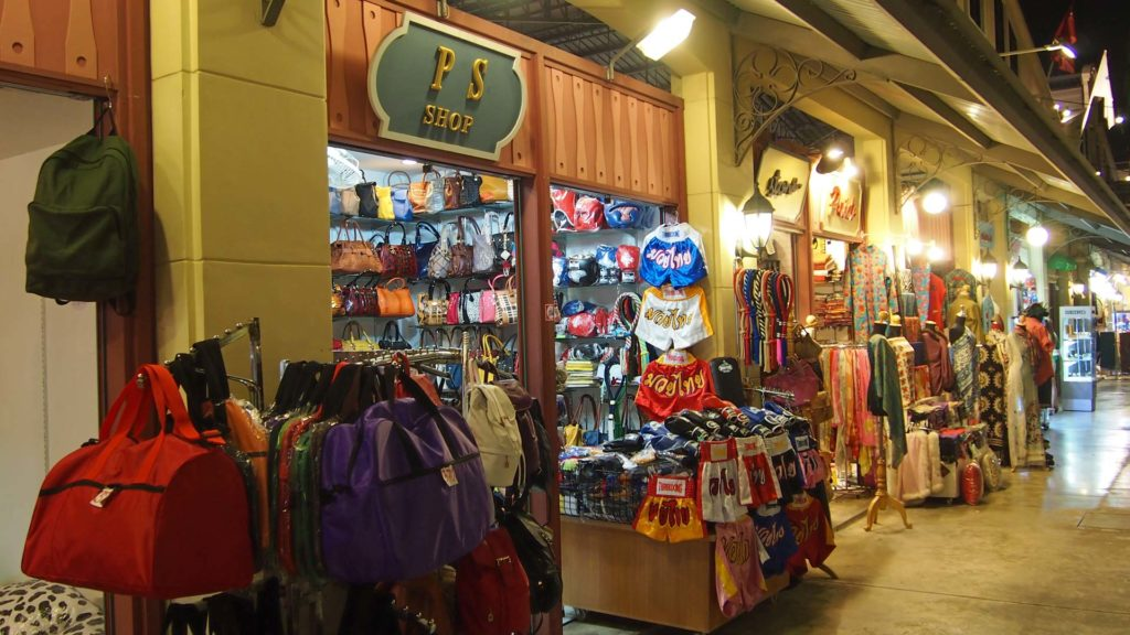 Shops im Asiatique Nachtmarkt in Bangkok