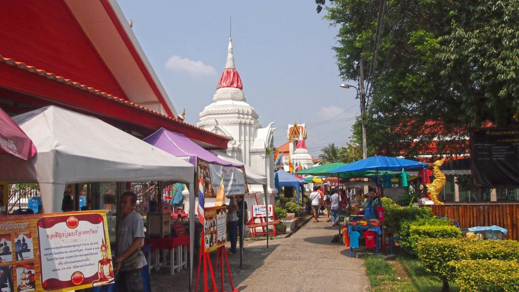 Temples and vendors on the island Koh Kret in Bangkok