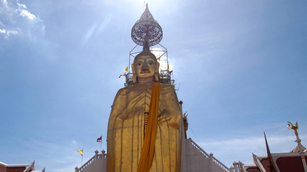 The Wat Intharawihan with the huge Standing Buddha Statue in Bangkok