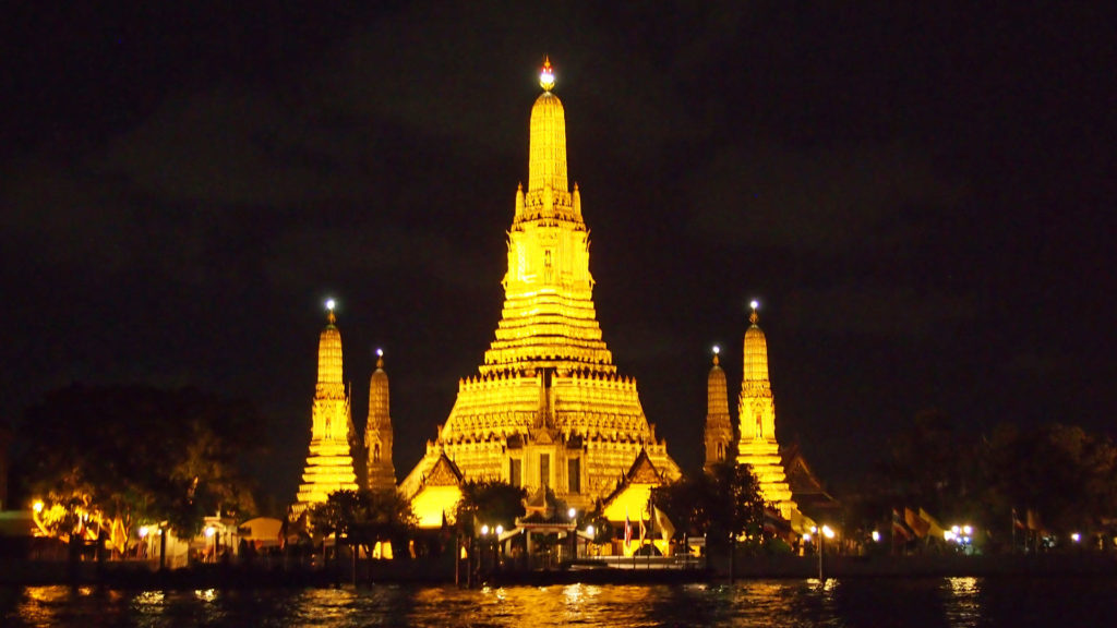 The Wat Arun, Temple of the Dawn, at night