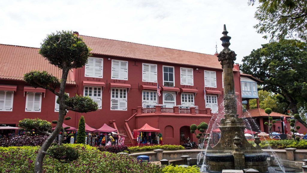 Das Stadthuys am roten Platz von Melaka