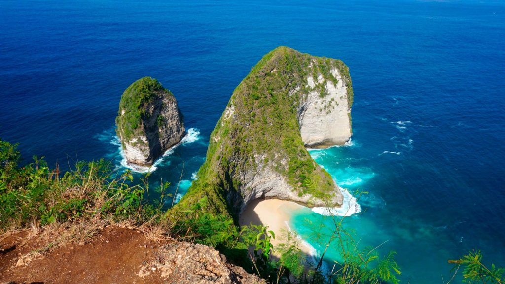View from Karang Dawa Viewpoint to the cliffs of Nusa Penida