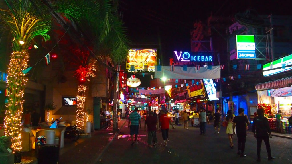 Die Walking Street in Pattaya bei Nacht