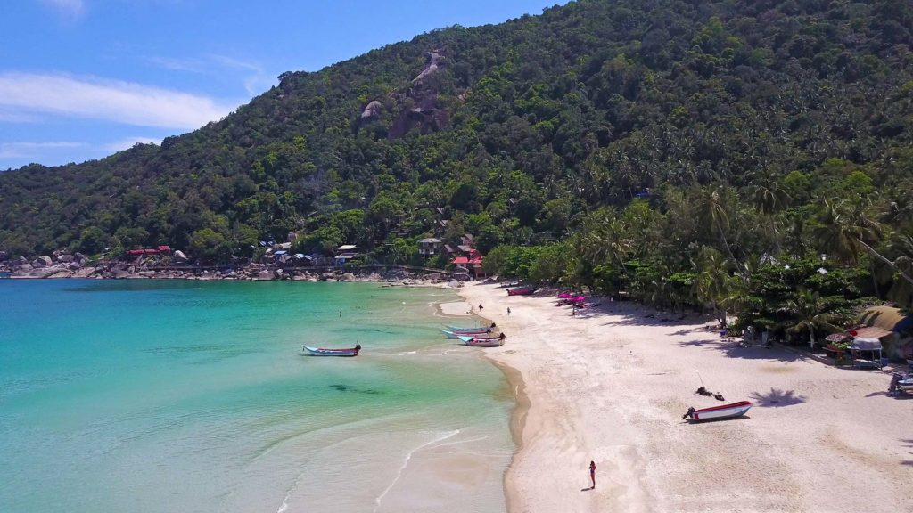 Drone flight over the Haad Yuan on Koh Phangan