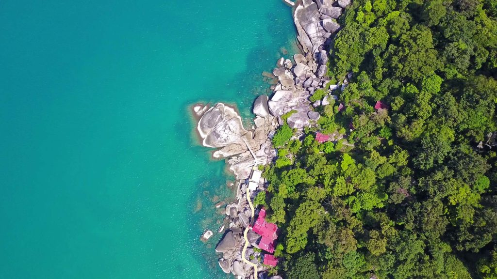 Rocks and bungalows at Haad Yuan from above