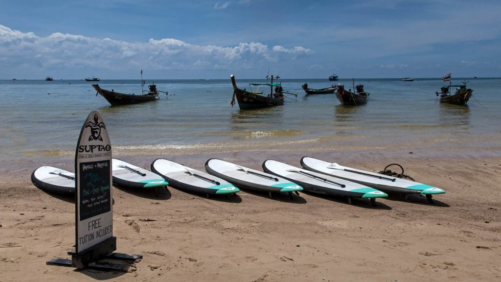 Stand Up Paddling am Sairee Beach auf Koh Tao