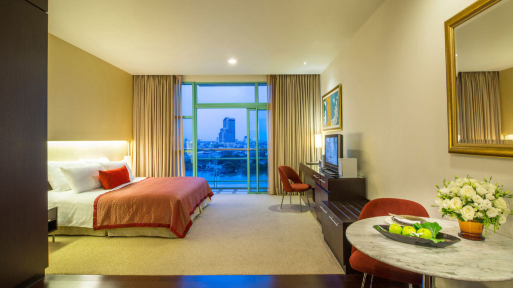 One of the many rooms of the Chatrium Riverside Bangkok with a view at the river
