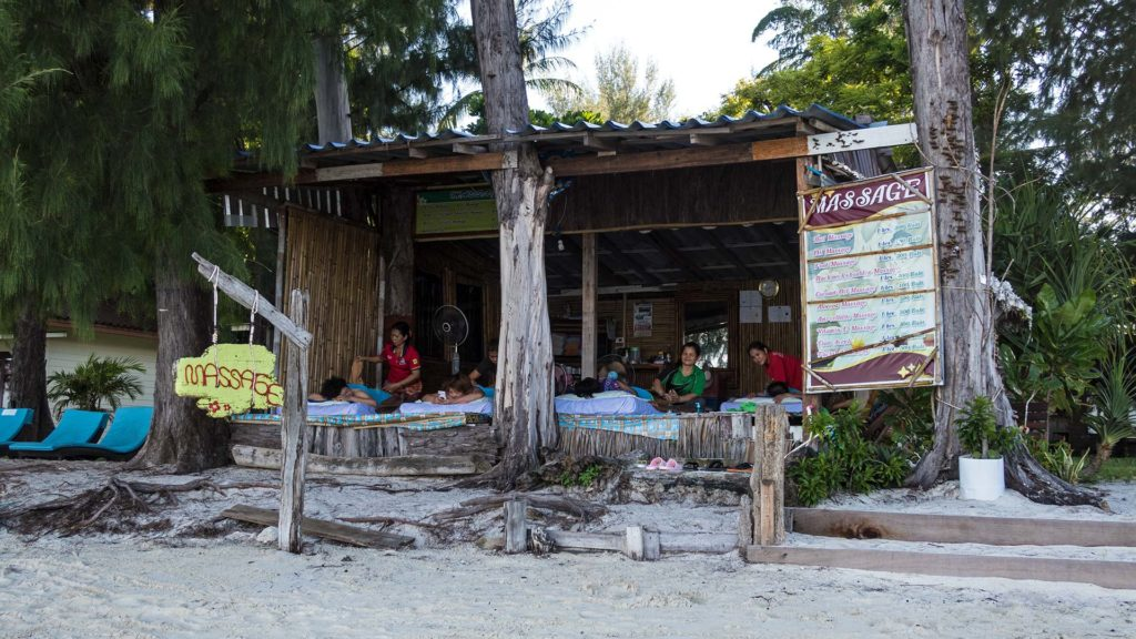 Thai Massage am Strand von Koh Lipe