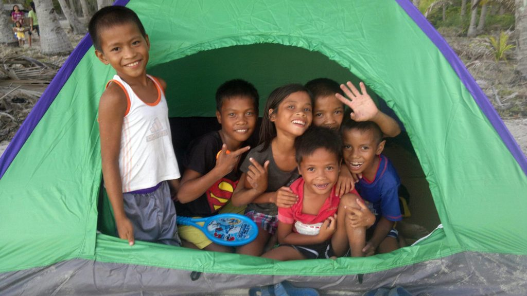 Kids in a tent on Patoyo Island in Linapacan
