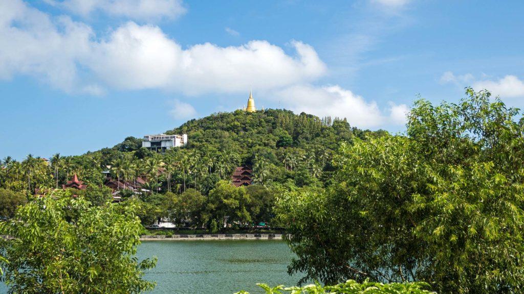 Aussicht auf die Khao Hua Jook Pagode vom Chaweng Lake in Koh Samui
